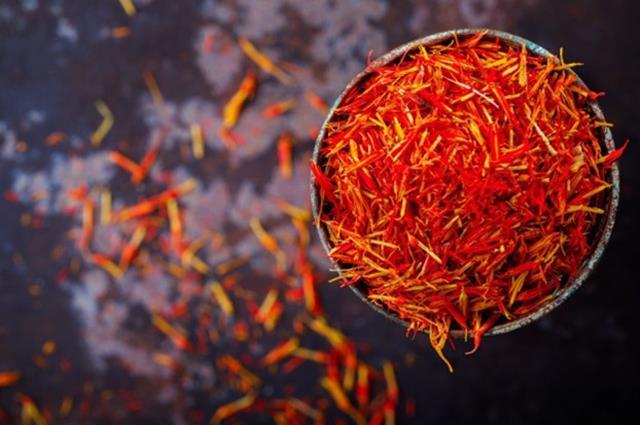 رنگ عاملی مهم در کیفیت زعفران   شرکت صدف پک
