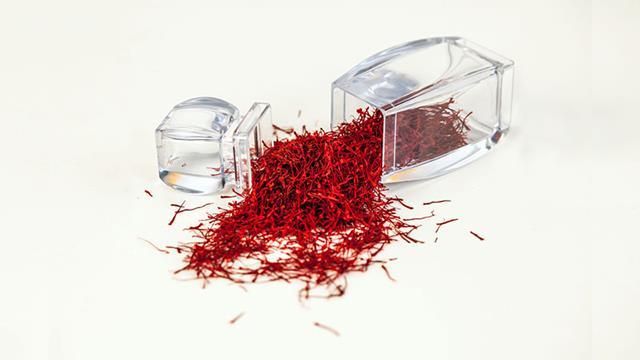 بسته بندی عاملی مهم در حفظ کیفیت زعفران | شرکت صدف پک