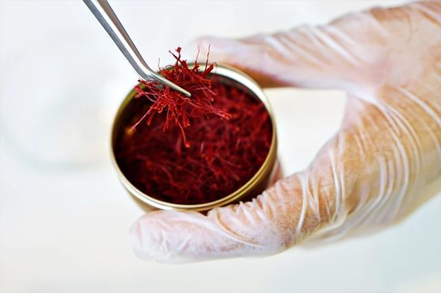 بررسی کیفیت زعفران سرگل | شرکت صدف پک