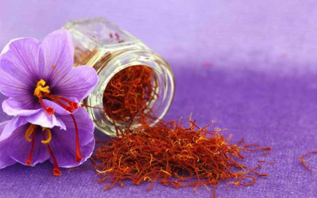 زعفران یکی از مهم ترین محصولات تجاری ایران | صدف پک